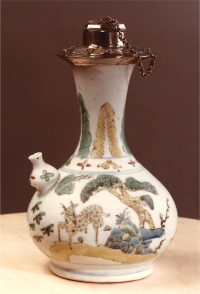 A silver-mounted polychrome Chinese porcelain ghendi