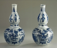 A pair of blue and white bottle vases of Chinese porcelain, made for the middle-eastern market