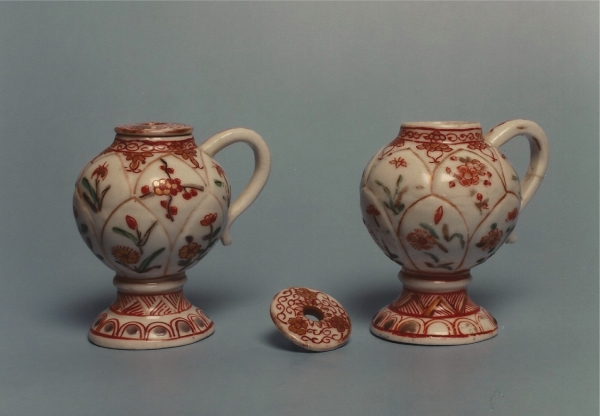 A pair of mustard pots of coloured Arita porcelain