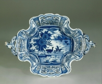 A Dutch Delft blue and white basket