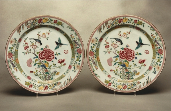 A pair of famille rose porcelain dishes